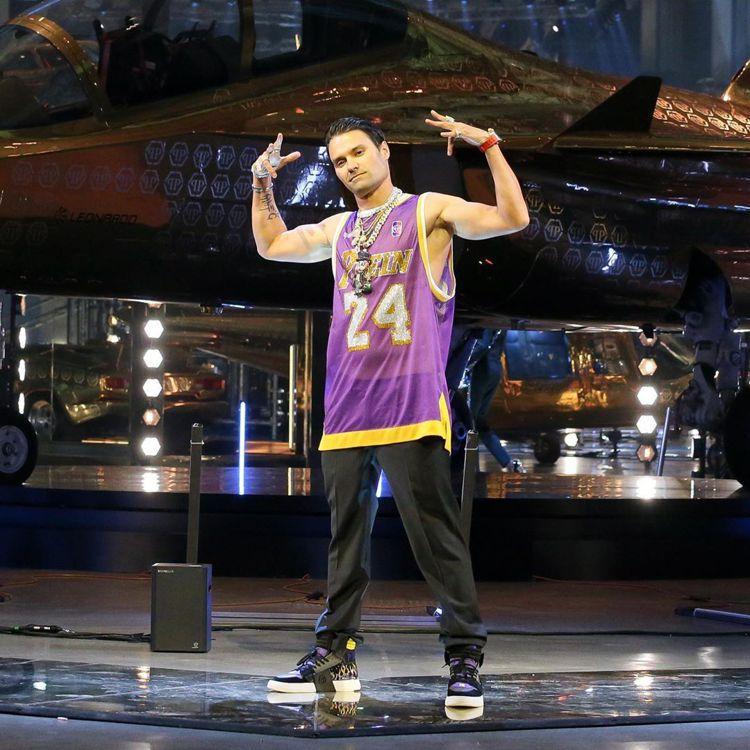 Philipp Plein為向已逝的籃球巨星Kobe Bryant致敬,特別把黑...