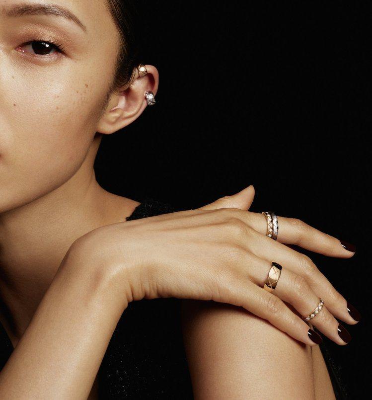 COCO CRUSH系列新作之一為18K Beige米色金與白K金鑲鑽耳扣。圖/...