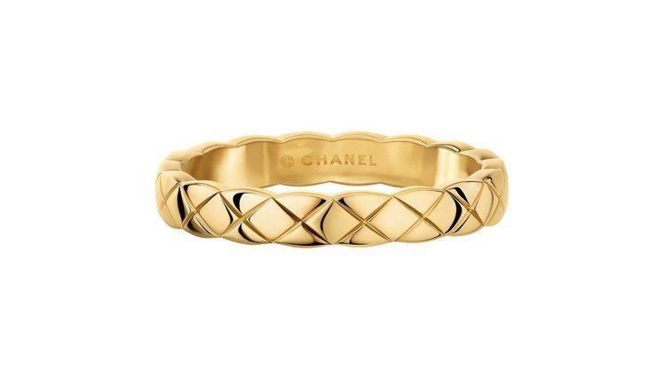 COCO CRUSH 18K黃金窄版戒指,40,000元。圖/香奈兒提供