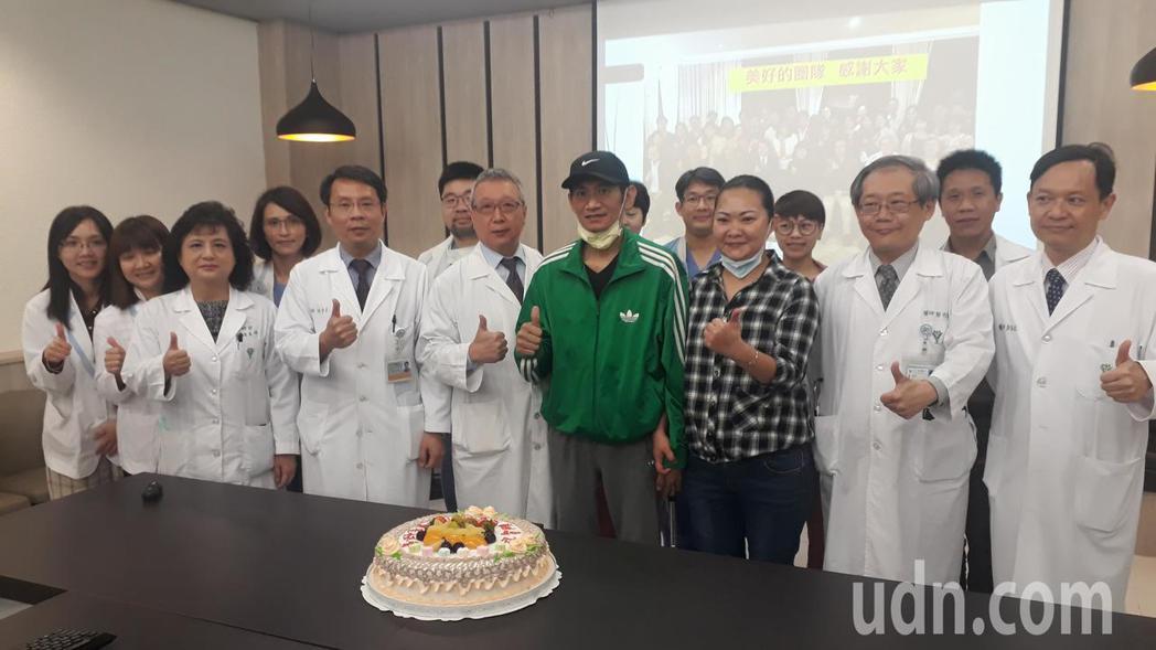 奇美醫學中心今率先發表,C型肝炎帶原者捐肝成功案例。記者周宗禎/攝影