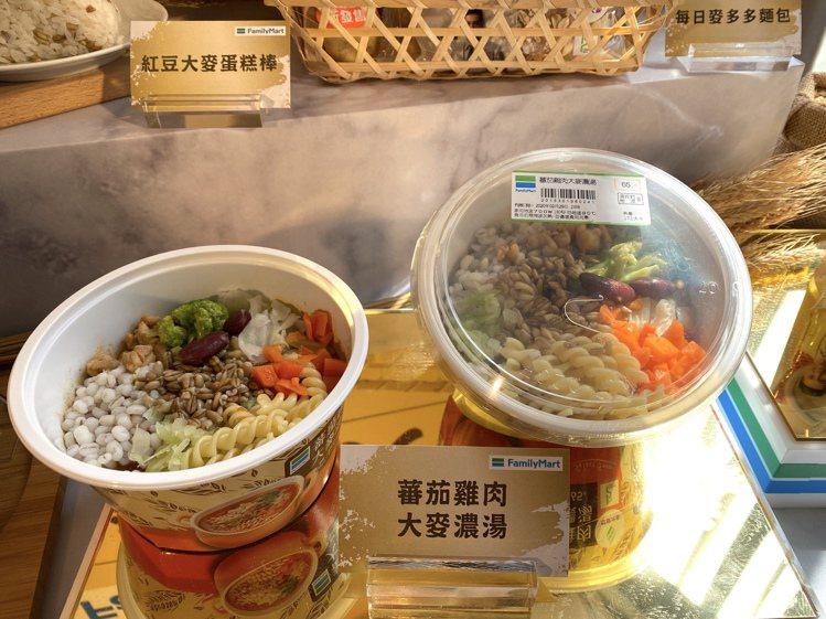 番茄雞肉大麥濃湯內含9種豐富食材,售價65元。記者黃筱晴/攝影