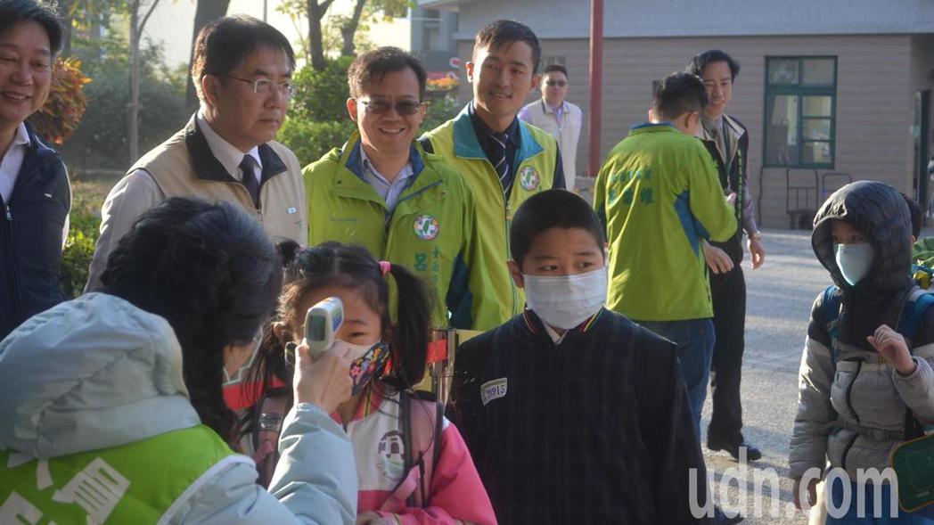 今天開學,台南市億載國小有兩名學生仍困在大陸無法回來。記者鄭惠仁/攝影