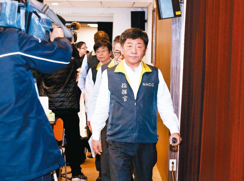 針對台北市長柯文哲暗諷「我們現在都要順時鐘,不要逆時鐘」,柯再表示:「這是玩笑」。衛福部長陳時中今回應,那就當笑話吧。  本報資料照片