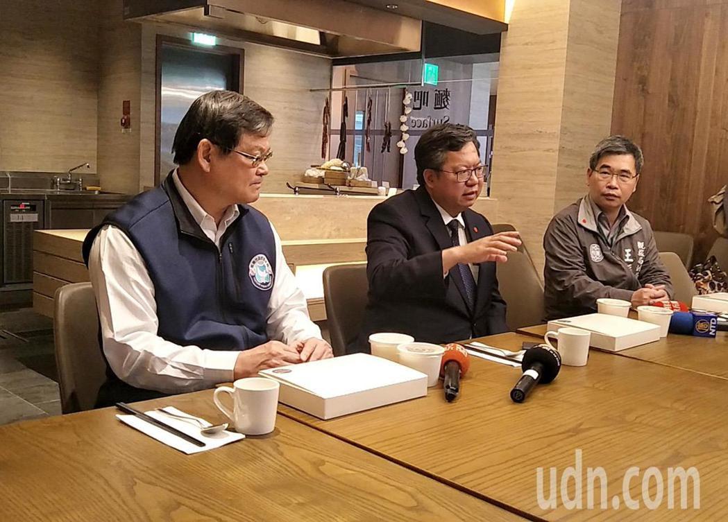 桃園市長鄭文燦(左二)與桃園市觀旅業者座談實際了解觀光旅宿業營運,會後宣布同意觀...