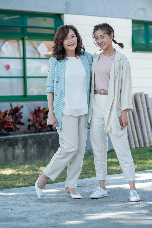 恬妞(左)與方志友在「粉紅色時光」中飾演母女。圖/TVBS提供