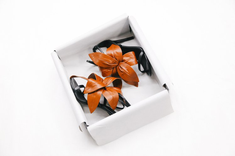 Giuseppe Zanotti今年春夏推出LILIUM系列鞋款,擷取自大自然靈...