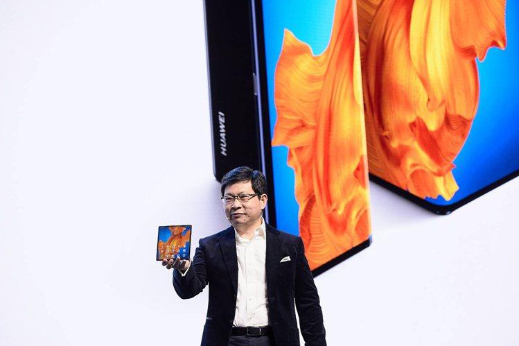 華為第二代5G摺疊手機HUAWEI Mate Xs,獨特鷹翼摺疊設計,展開後具有...