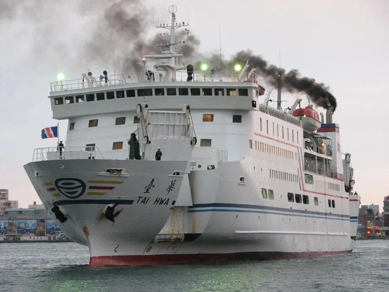 澎湖縣政府加強港口防疫,決定台華輪旅客進入澎湖須量體溫才能下船。圖/聯合報系資料照片