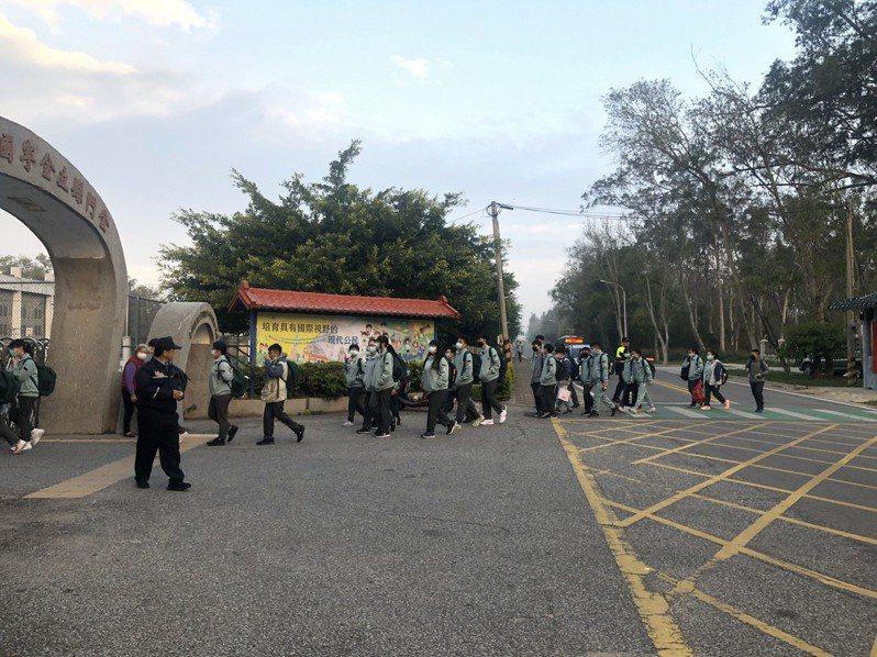 今天是開學首日,經金門縣府統計,共有7名學生因發燒、嘔吐、居家檢疫等狀況請假在家。圖/金門縣教育處提供