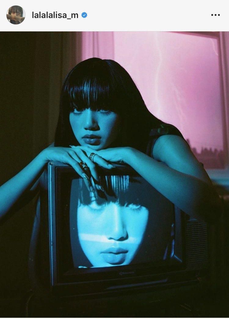 Lisa配戴寶格麗最新B.zero1 Rock系列珠寶拍攝韓國時尚雜誌。圖/取自...