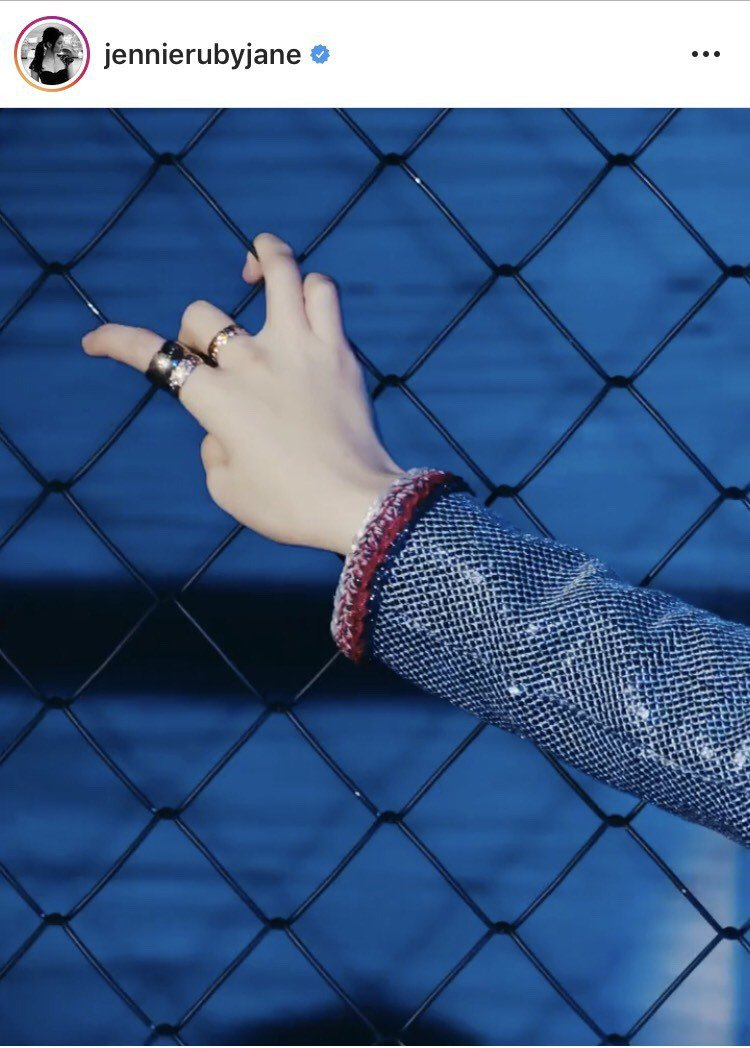 Jennie配戴香奈兒COCO CRUSH系列珠寶拍攝韓國時尚雜誌。圖/取自IG...