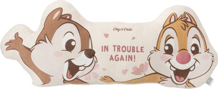 HOLA迪士尼系列櫻花季長抱枕-奇奇蒂蒂款,原價999元、特價799元。圖/HO...