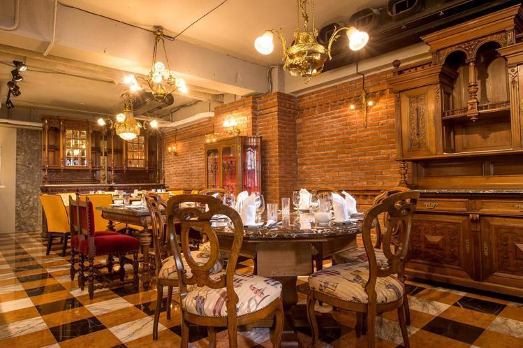 阿金台菜海鮮餐廳的用餐環境,充滿中歐混搭特色。圖/取自阿金台菜海鮮餐廳粉絲頁
