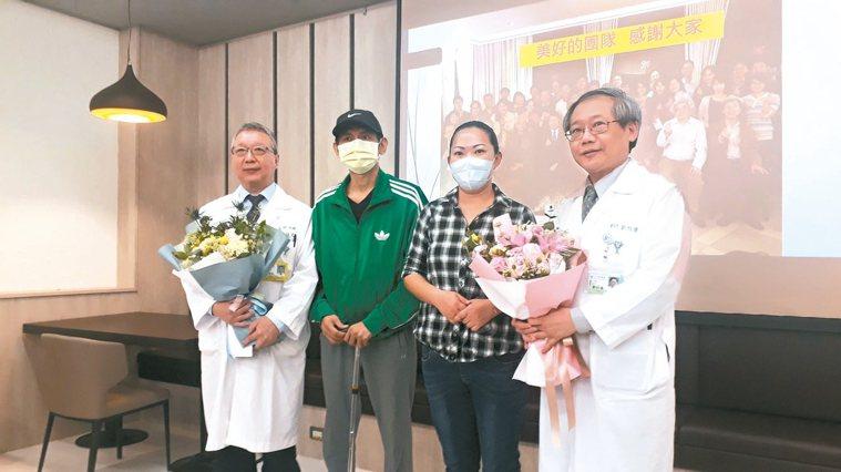奇美醫院醫學中心發表C型肝炎帶原者捐肝成功案例,患者陳姓兄妹(左二、右二)現身說...