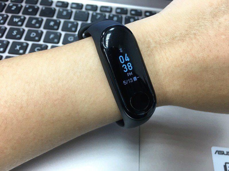 手機、手環、手表,這些機不離身的科技產品,能不能更有效地協助控制疫情呢? 圖/聯合報系資料照片