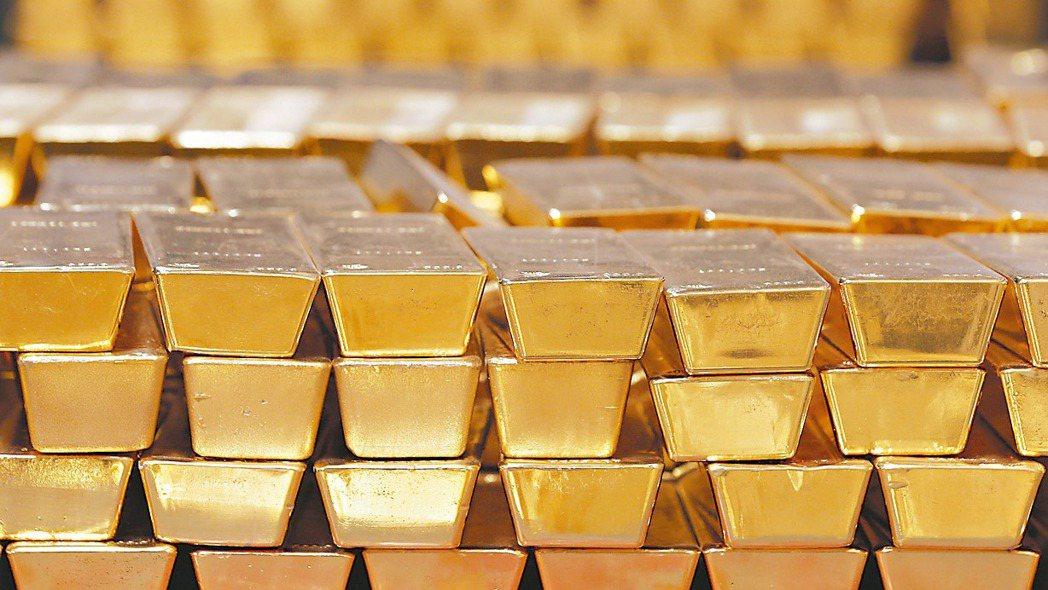 市場恐慌情緒蔓延,具避險功能的黃金和公債則閃著金光、持續上漲。 美聯社