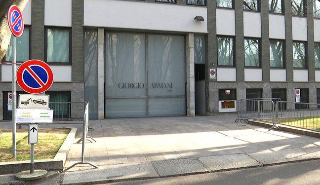 Giorgio Armani選擇在無人劇院,串流直播時裝秀。圖/路透