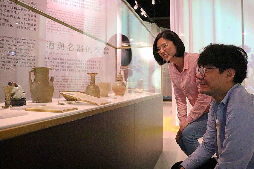 「飲酒Bar—亞洲酒文化特展」展示近70件亞洲特色酒器。 十三行博物館/提供