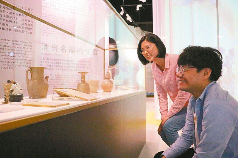 「飲酒Bar—亞洲酒文化特展」,展示近70件亞洲特色酒器。 圖/新北市政府提供