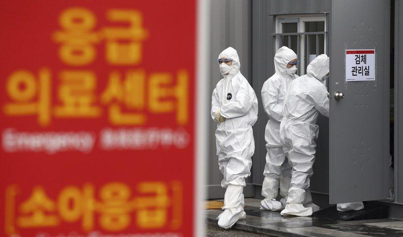 韓國國會今天通過「傳染病防治管理法」、「檢疫法」和「醫療法」3項法案的修訂案,為防控新冠肺炎疫情提供司法保障。 美聯社