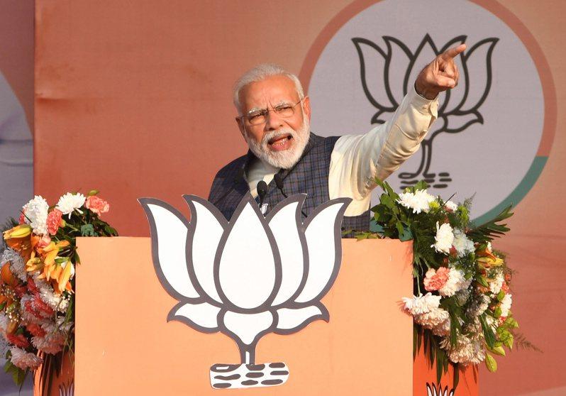 印度總理莫迪政府推行新公民法,導致德里(Delhi)的印度教教徒與穆斯林近日爆發衝突,造成至少20人死亡,莫迪今天打破沉默呼籲各方保持冷靜。 歐新社資料照片