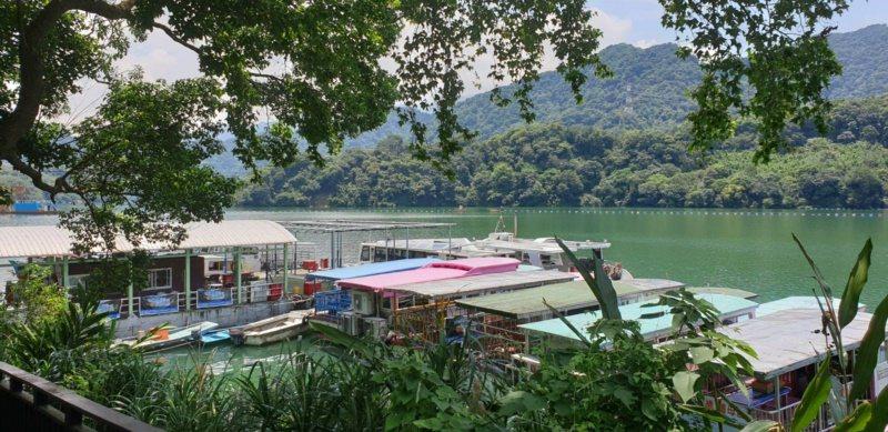 如果規畫兩天以上的賞櫻旅遊,可以在上北橫前安排石門水庫環湖。 圖/鄭國樑 攝影