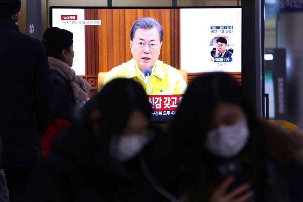 2月23日,南韓總統文在寅宣布,將疫情警示提升為最高級別的「嚴重」。 圖/美聯社
