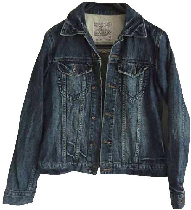 繪里沙淘汰衣服案例:太硬的厚重丹寧外套。 圖/幸福文化提供