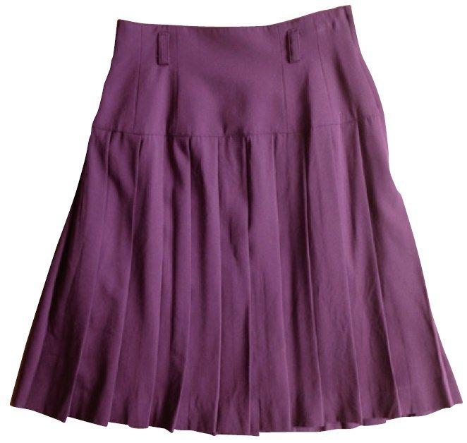 繪里沙淘汰衣服案例:穿完後一定得燙的百褶裙。 圖/幸福文化提供