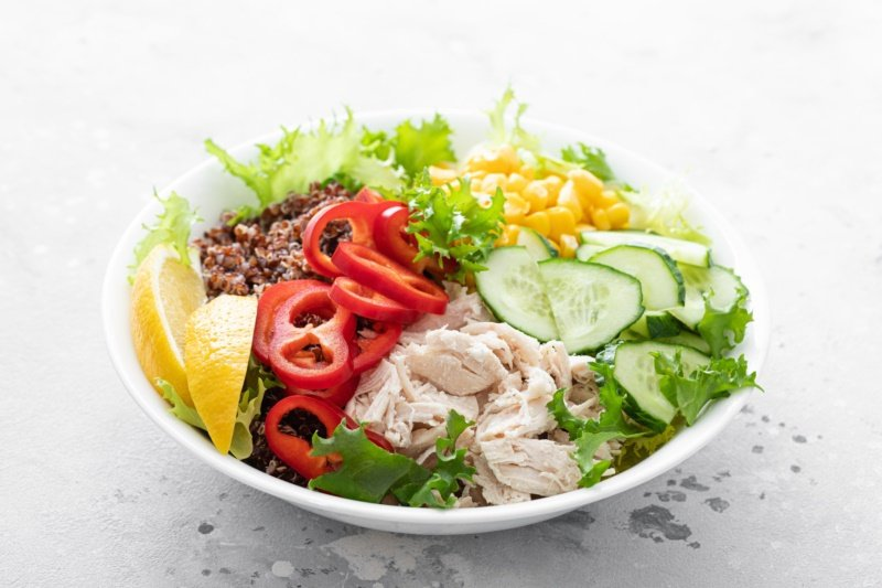 處理好的鮮嫩雞肉加上新鮮當季食材,就是美味的一餐。 圖/ingimage 提供