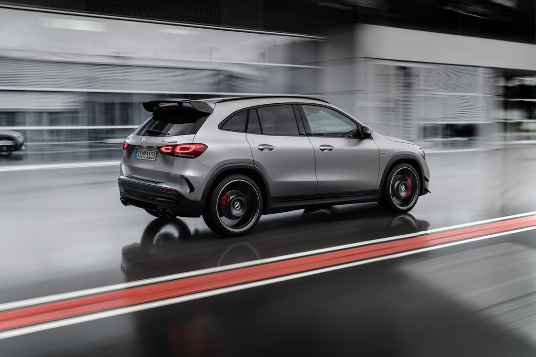 第二代Mercedes-AMG GLA 45 4MATIC+搭載了AMG新開發、...