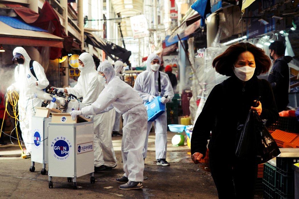 今天26日傍晚,南韓全國累計確診病例已達1,261人、共12人死亡,光是26日確...