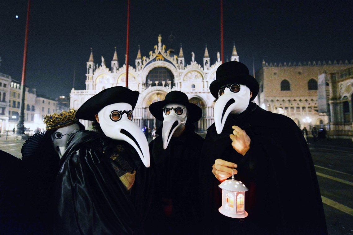 由於過去一個星期來,新型冠狀病毒的疫情在義大利爆發,威尼斯嘉年華也被迫提前中止。...