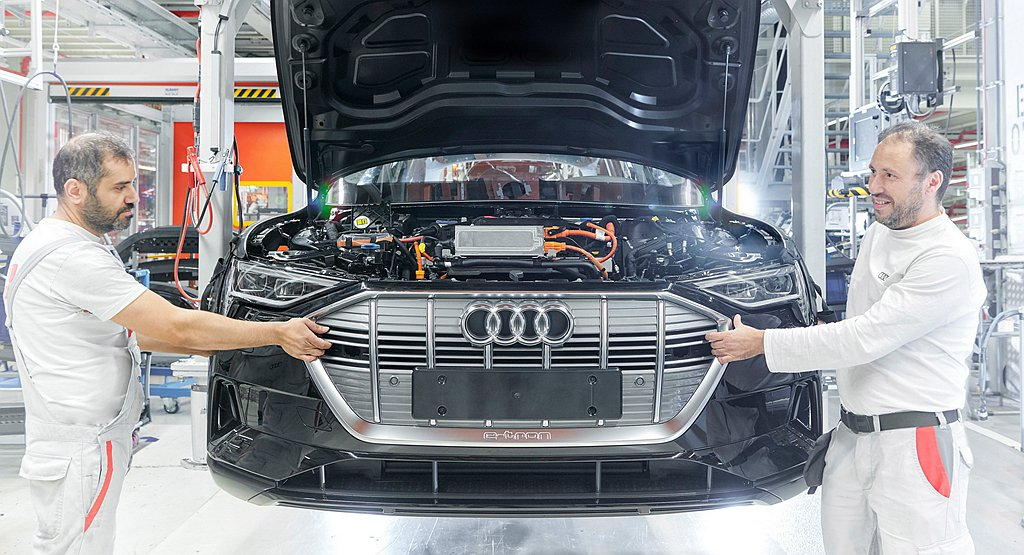 Audi位於比利時布魯塞爾的電動車生產基地,由於零件供應問題暫時停止生產e-tr...