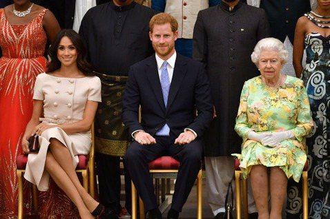 英國哈利王子與妻子梅根還沒到3月底正式卸下皇室重要成員身分的時刻,已經又再度引發圍剿,由於伊麗莎白二世女王不讓他們往後使用「皇家」招牌,兩人雖然也沒有要抵抗這個要求,卻在官方網站上發表聲明,特別強調...