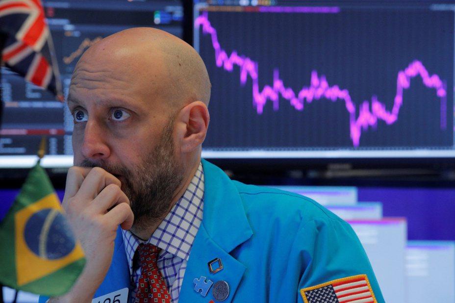 新冠肺炎疫情促使投資人逃離風險資產,美股暴跌。 美聯社