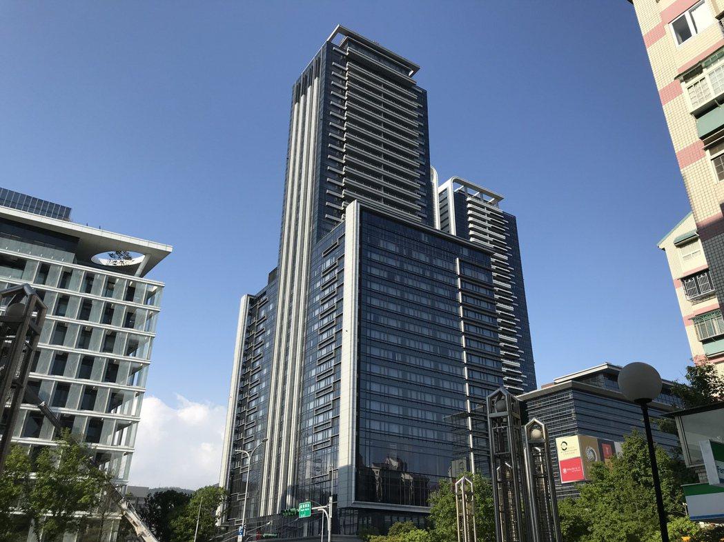 北市指標豪宅「西華富邦」。記者游智文/攝影