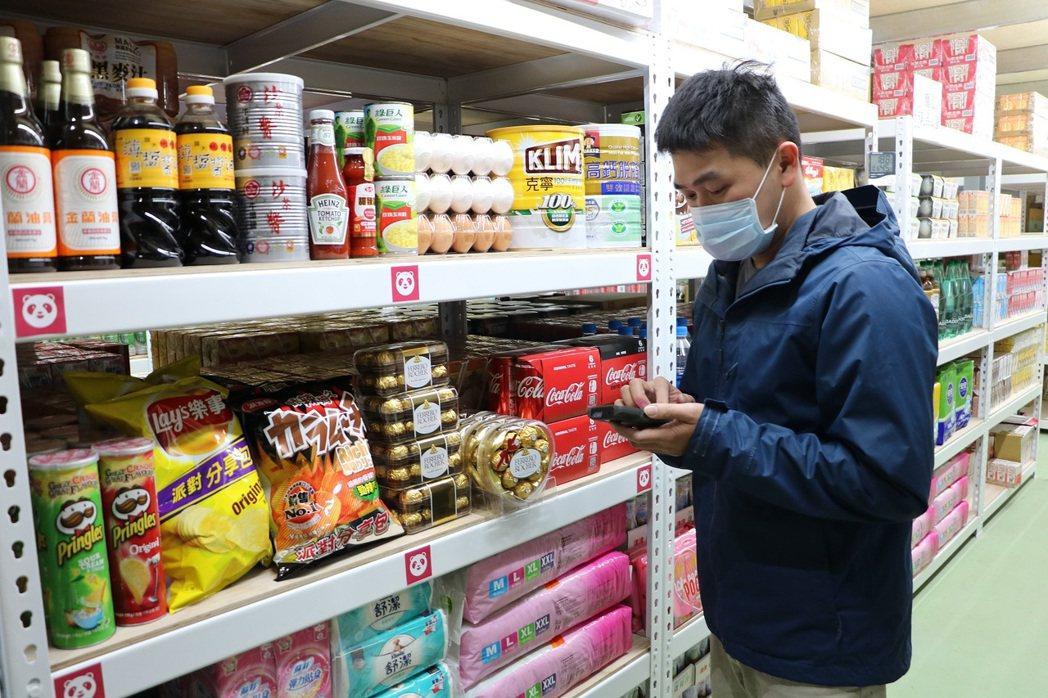 熊貓嚴選精選最受歡迎的商品於自建倉庫上架,包含生活用品、零食飲料、烹飪食材、嬰兒...