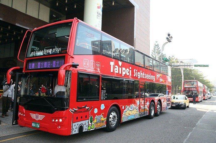 北市雙層觀光巴士上路至今還是虧損狀態。本報系資料照