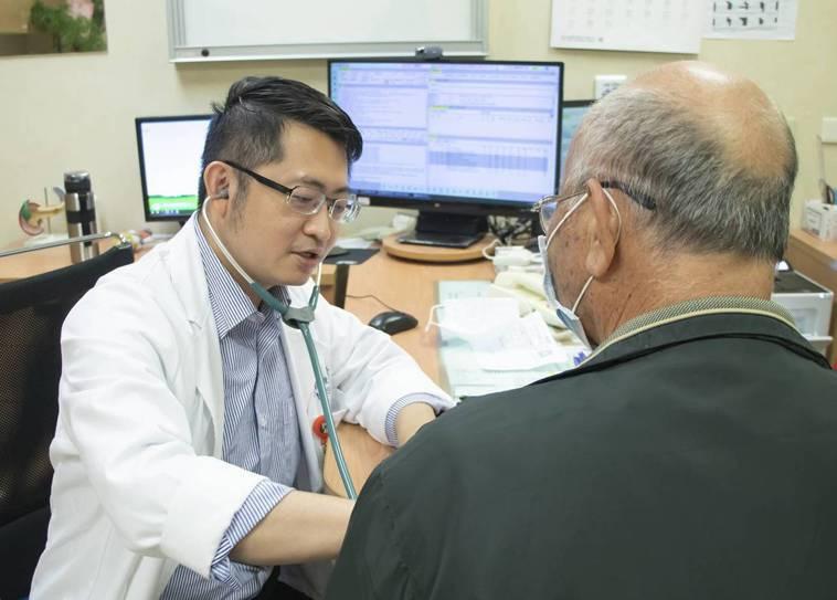 新冠肺炎疫情險峻,許多心臟科患者覺得自己氣血不足,吃保健食品或民間配方,增強免疫...