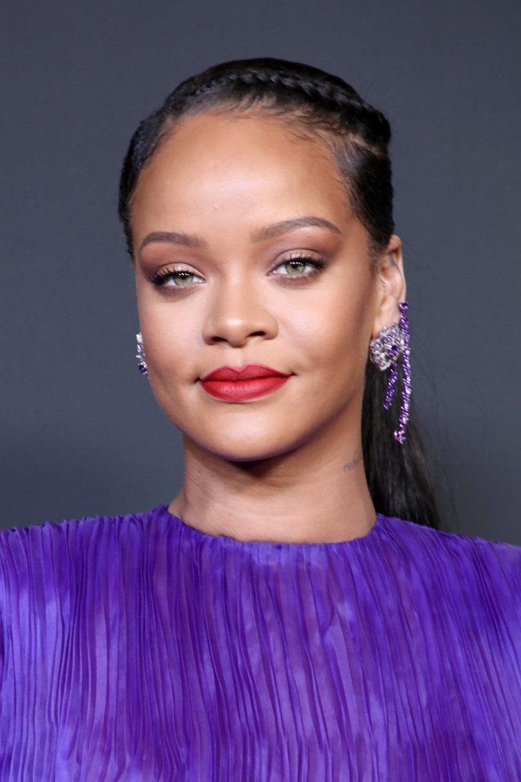 天后蕾哈娜配戴蕭邦珠寶鐘表出席第51屆「美國全國有色人種協進會形象頒獎禮」。圖/...