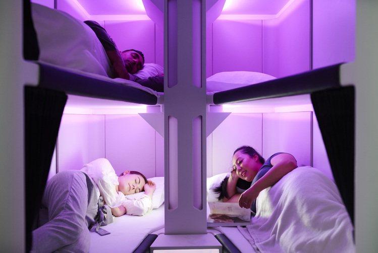 經濟艙中的靜謐的私人空間與全平躺的睡眠體驗。圖/紐西蘭航空提供