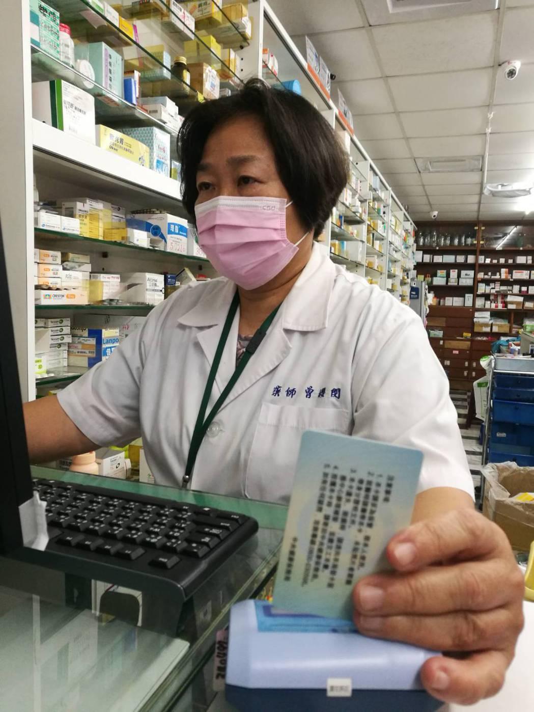 口罩實名制規定一改再改,對基層藥局藥師來說是大考驗。圖/台南市藥師公會提供