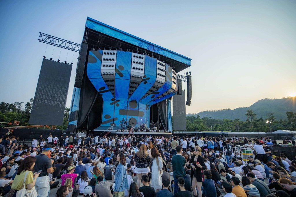 香港將新健的檢疫隔離中心位於竹篙灣,就毗鄰香港迪士尼樂園停車場,是人氣樂團、偶像...