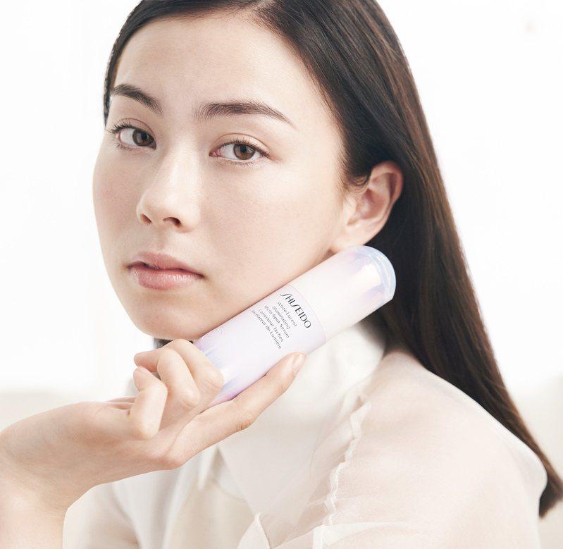 資生堂激透光亮白淡斑精華,強化肌膚基底能力,透出自然白皙。圖/資生堂提供