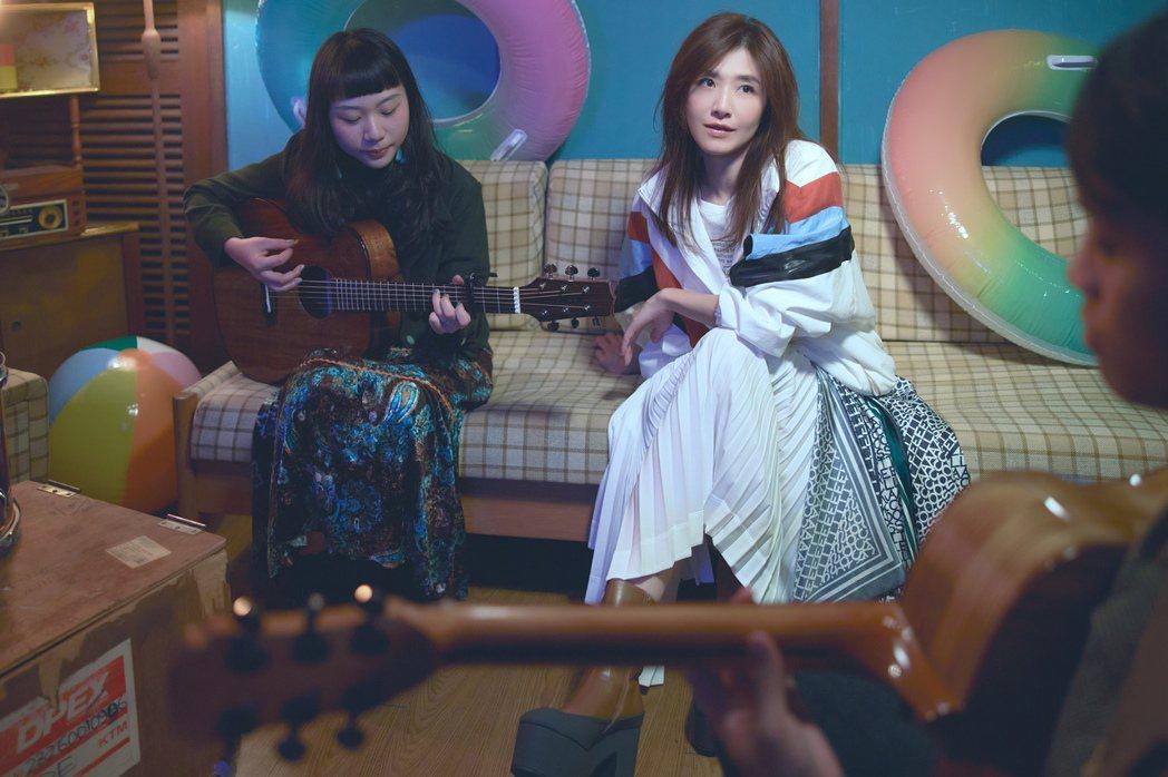 蘇慧倫(右)拍攝新歌「安和」MV。圖/相信音樂提供
