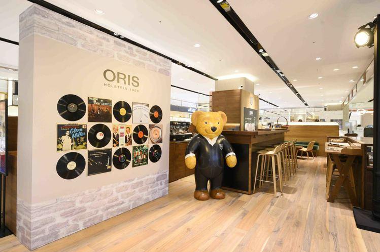 位於遠百信義A13百貨三樓的ORIS專賣店,開放式的風格與北歐設計,親切歡迎消費...