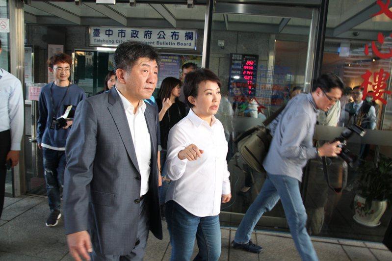 衛福部長陳時中(左)說,放國人 25 、 26 日自韓國回來,其實是用那個方式催促他們趕快回來。記者黃寅/攝影