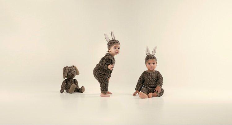以FF logo設計的新生兒Mini me系列散發奢華氛圍。圖/FENDI提供