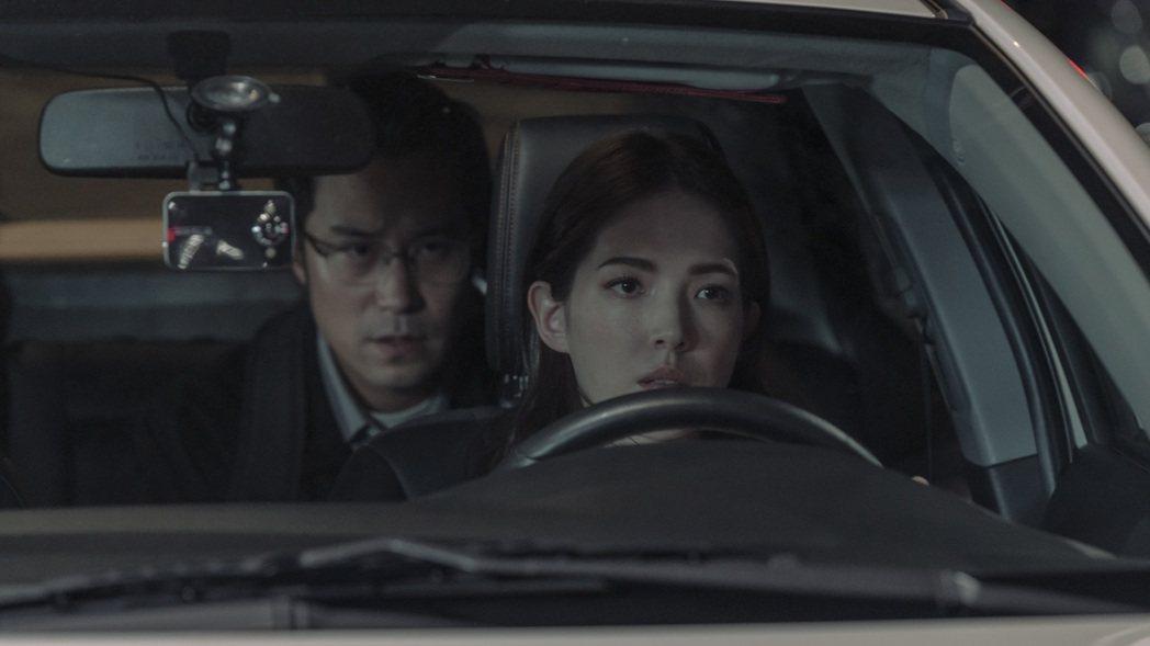 張孝全(左)、許瑋甯睽違10年再合作,在「誰是被害者」戲中組成另類破案搭檔。圖/...